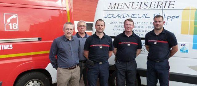 Bretoncelles : à la fois pompier et menuiserie